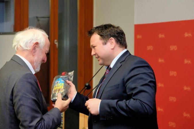 Weizsäcker stellt sein neues Buch vor
