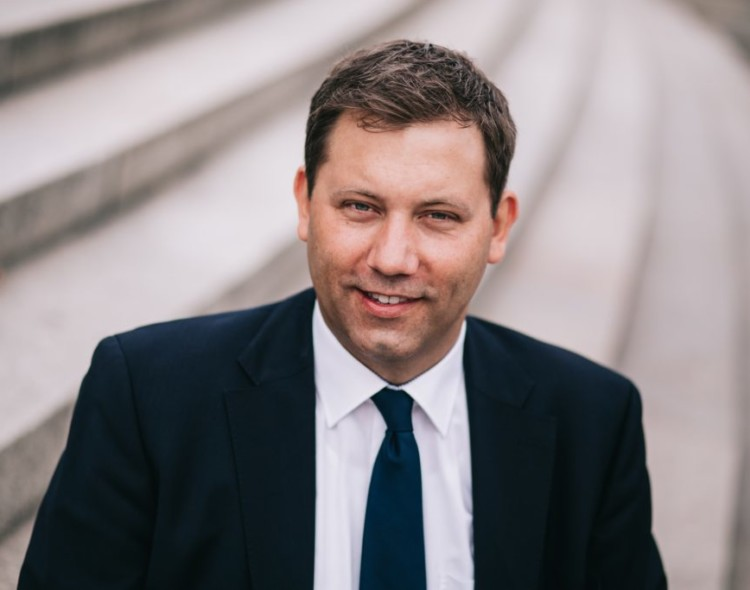 SPD-Generalsekretär Lars Klingbeil MdB besucht Balkonbau-Geißler in Rot an der Rot