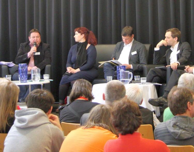 Schüler und Bundestagsabgeordnete debattieren über Innere Sicherheit