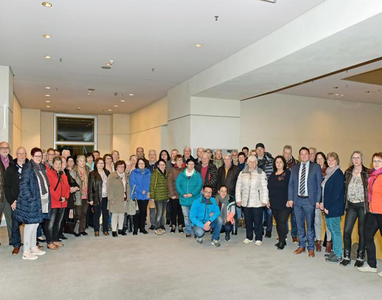 Imkerverein und Backfrauen mit MdB Gerster in Berlin