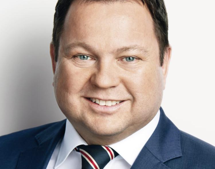 MdB Martin Gerster an Marktständen